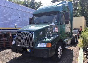 Volvo Semi Truck Tractor. 2000 year model with 900'000 miles. It has a Detroit Diesel S 60 engine with 430 horse power. The transmission is a Rockwell 10 speed. It has an engine break, power windows, power mirrors, Am/Fm/CD Radio, AC, Locking hubs and good tires.